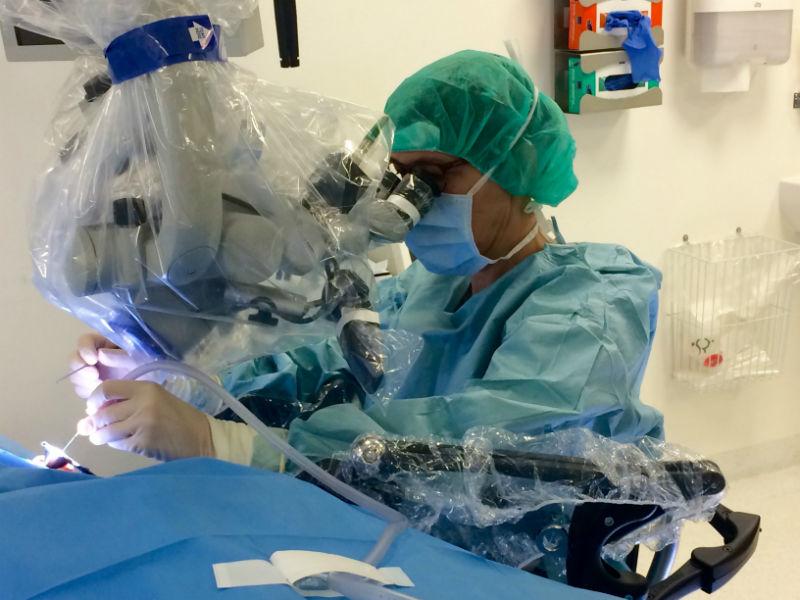 Kirurg_fbruger dynamisk armstøtte